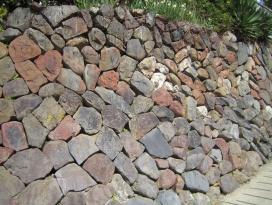 「の」の字の石垣の写真です。