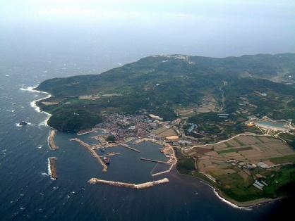 空から見た見島の写真です。