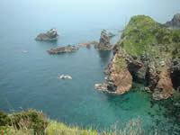相島八景奇岩と入江の写真です。