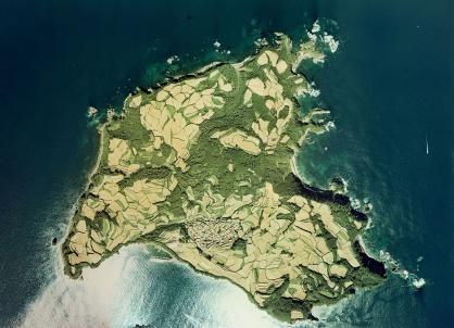 相島を上空から見た写真です。